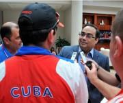 Gilberto Santa Rosa entrevistado por periodistas cubanos. Foto: Ricardo López Hevia.