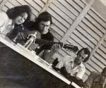 Fábrica Vanguardia Socialista, 1971: Sonia Silvestre. Victor-Víctor,  Chino Heras. Foto: Blog Segunda Cita
