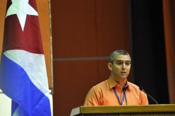 José Luis Perdomo, Presidente del Comité Organizador del  Primer Taller de Informatización y Ciberseguridad, pronunció las palabras de apertura del acto inaugural del evento, celebrado en el Palacio de Convenciones, en La Habana, Cuba, el 18 de febrero de 2015. AIN FOTO/Abel ERNESTO