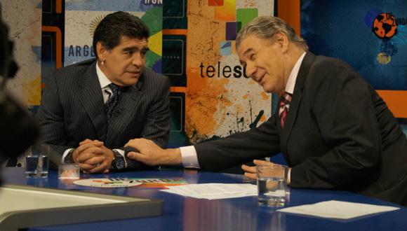 """Víctor Hugo (derecha) y Maradona en uno de los programas de """"De Zurda"""", en Telesur."""