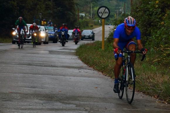 Yenier Márquez se coronó en Topes de Collantes, pese a una caída. Foto: Otmaro Rodríguez / Cubadebate