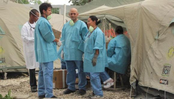 cubanos-y-graduados-de-la-elam-en-centro-de-tratamiento-de-colera-Archivo