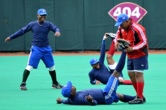 Entrenamiento  del equipo Cuba de béisbol en el estadio Roberto Clemente en el municipio de Carolina, al este de San Juan, Puerto Rico, el 1 de febrero de 2015. AIN FOTO/Roberto MOREJON RODRIGUEZ / Cubadebate
