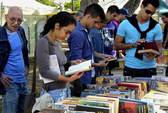 Reclaman mayor promoción para literatura cubana.