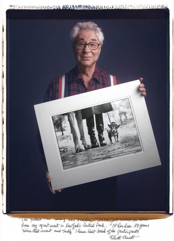 Elliot Erwitt: Esta foto fue tomada en 1974, en la acera de enfrente a mi apartamento en Central Park. Han pasado 38 años desde entonces y por desgracia he perdido la pista de quienes aparecen en la foto.