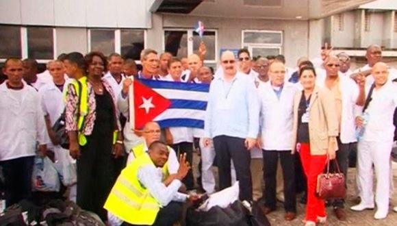 Destacan labor de médicos cubanos para frenar avance del virus del ébola