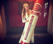 Las famosas modelos Naomi Campbell y Paris Hilton, heredera del imperio hotelero de su apellido, pusieron hoy el toque de glamour a la tradicional cena de gala que cerró el XVII Festival Internacional del Habano en la capital cubana. Foto: Daily Mail