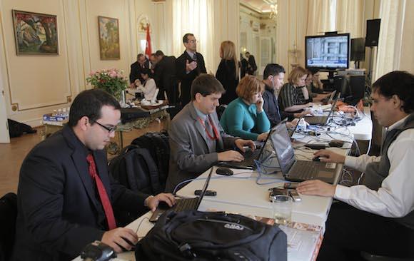 Los periodistas cubanos en la sala de prensa organizada en la Oficina de Intereses de EEUU en Washington. Foto: Ismael Francisco/ Cubadebate