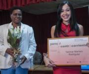 La escritora Yarimar Marrero Rodríguez (D), recibe el Premio Pensar a Contracorriente, de manos de Zuleica Romay (I), Presidenta del Instituto Cubano del Libro (ICL),  durante la ceremonia de entrega del premio, como parte de las actividades de la XXIV Feria Internacional del Libro, con sede en la Fortaleza San Carlos de la Cabaña, en La Habana, Cuba, el 16 de febrero de 2015.  ACN  FOTO/ Abel Ernesto.