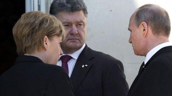 De izquierda a derecha, Merkel, Poroshenko y Putin.