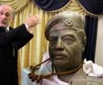 El repentino interés en la cuerda se suscitó en 2013, cuando al-Rubaie fue fotografiado en la sala de estar de su casa junto a una estatua de bronce del expresidente, que tenía la soga alrededor del cuello.