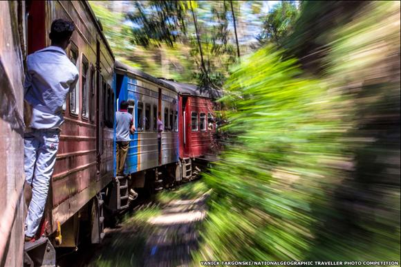 Yanick Targonski, ganó con esta imagen de una travesía en tren en Sri Lanka en la categoría Acción. Foto: BBC Mundo.