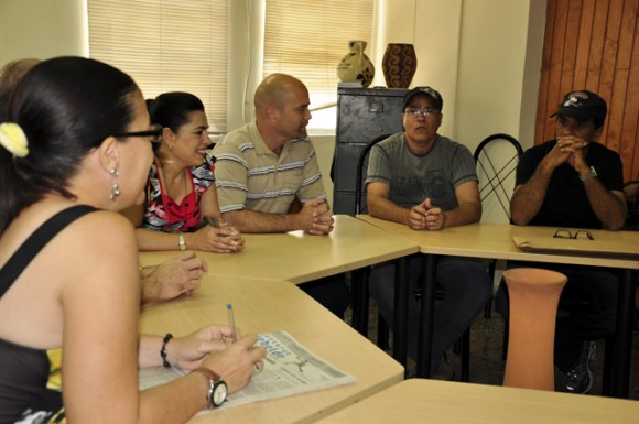 Gerardo Hernández visita el diario Juventud Rebelde.