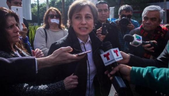 Periodista Carmen Aristegui, a las afueras de las instalaciones de MVS | Foto: @lajornadaonline.