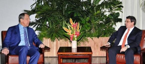 Recibe el Canciller Cubano, Bruno Rodríguez Parrilla (D), al Canciller de la Federación de Rusia, Serguei Lavrov (I), en La Habana, Cuba, el 24 de marzo de 2015.  AIN  FOTO/ Jorge Luis GONZÁLEZ/ Periódico Granma/