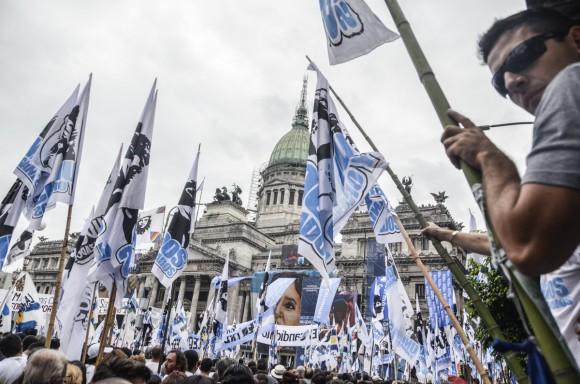 1. Cerca de 400 000 personas se congregaron en las afueras del Congreso de la Nación argentina para escuchar el discurso de la Presidenta. Foto: Kaloian.