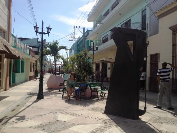 En el boulevard de Bayamo. Foto: Diana Acuña Riancho / Cubadebate