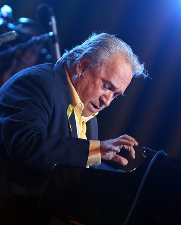 Frank Fernández en el concierto por los 15 años del injusto encarcelamiento de Los Cinco Héroes. Foto: Ladyrene Pérez/Cubadebate.
