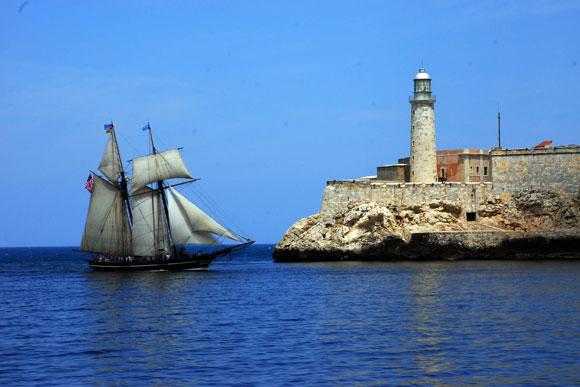 La réplica estadounidense de la goleta española Amistad, a su entrada al Puerto de La Habana en marzo de 2010. Foto: Archivo de Cubadebate
