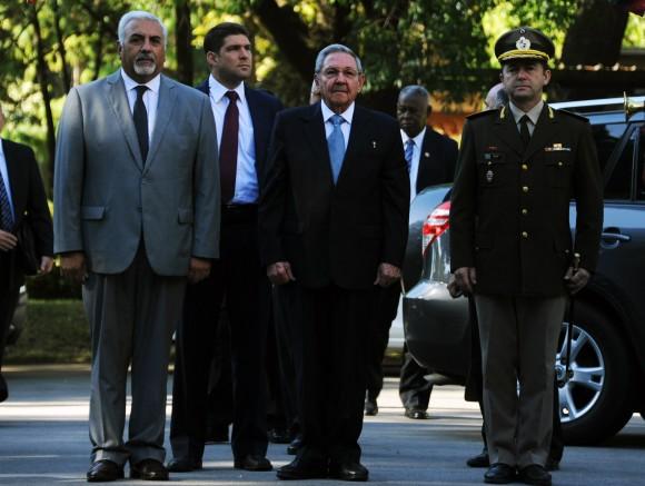 Llegada de Raúl a la Residencia de Suárez.. Foto: Sitio Oficial de la Presidencia de la República Oriental del Uruguay.