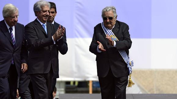 El ex mandatario fue elegido parlamentario con la mayor cantidad de votos en las últimas elecciones por lo que continuará ligado a la política. Foto: AFP