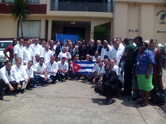 La Brigada Cubana de la Salud en Liberia. Foto tomada del muro de Facebook de Ronald.