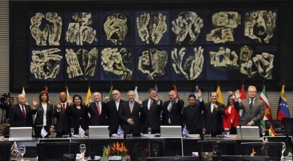 """La Unión de Naciones Suramericanas (Unasur) solicitó este sábado a Estados Unidos derogar las sanciones impuestas a Venezuela a través de un polémico decreto que fue considerado como una """"amenaza injerencista"""", según una declaración de cancilleres suscrita en Quito. Foto: Reuters"""