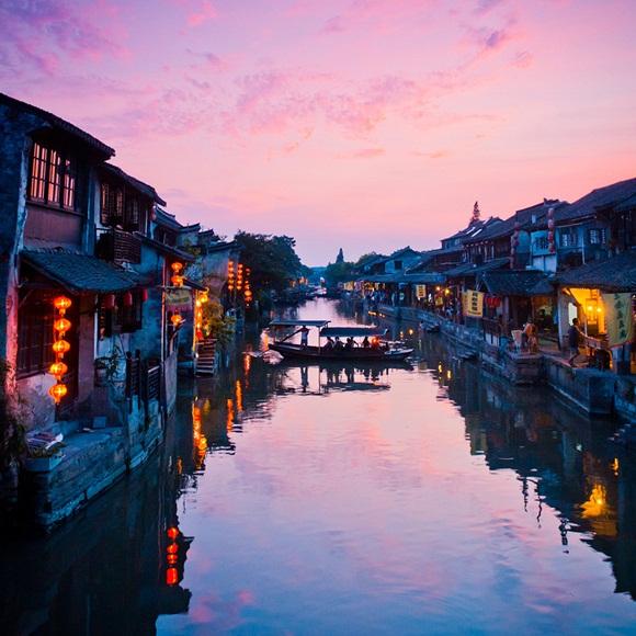 Xitang es una antigua ciudad escénica en Jiashan County, Zhejiang provincia, de China. Es una ciudad atravesada por nueve ríos