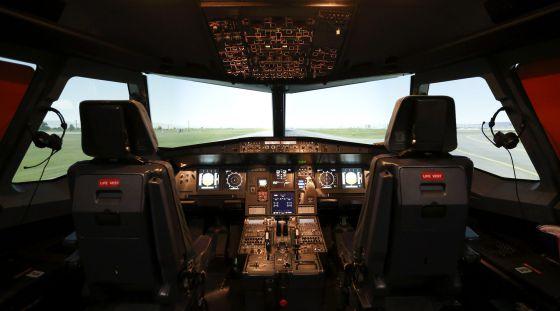 Cabina de un A320 en un simulador de vuelo. Foto: Reuters