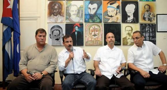 Los Héroes de la República de Cuba,de izquierda a derecha,  Ramón Labañino, Fernando González, Gerardo Hernández  y Antonio Guerrero, durante la realización  del espacio Catalejo, organizado por la Delegación Ramal de la Prensa Escrita,  en la sede de la Unión de Periodistas de Cuba (UPEC), en La Habana, el 14 de marzo de 2015.AIN FOTO/Abel PADRÓN PADILLA