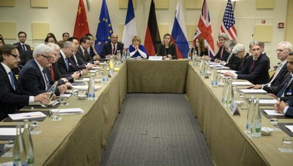 Los asistentes a una reunión de la nueva ronda de de negociaciones sobre el programa nuclear de Irán en Suiza. Efe