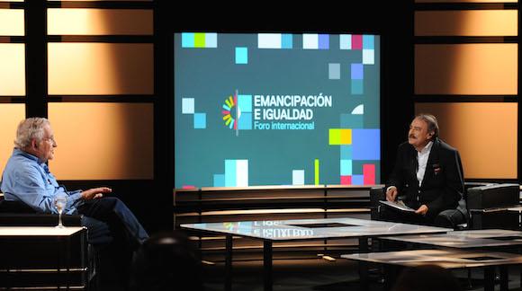 """Adelanto de la entrevista que grabaron el lingüista, filósofo y activista estadounidense Noam Chomsky y el director de Le Monde Diplomatique en español Ignacio Ramonet, en el marco del Foro Internacional """"Emancipación e igualdad"""", organizado por el ministerio de Cultura y la TV Pública."""