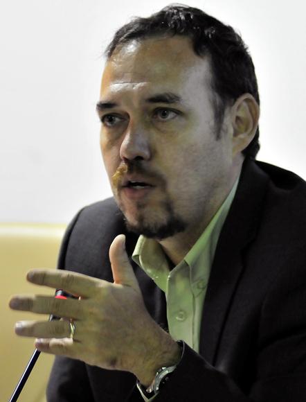 Dr. Raúl Garcés, Decano de la Facultad y presidente del Comité Organizador.