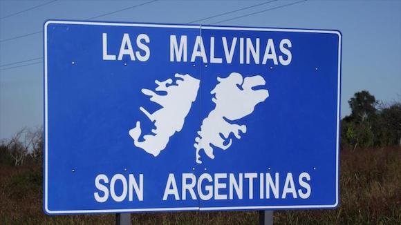 """El lema """"Las Malvinas son argentinas"""", en referencia a la reclamación de soberanía argentina sobre el archipiélago del Atlántico sur."""