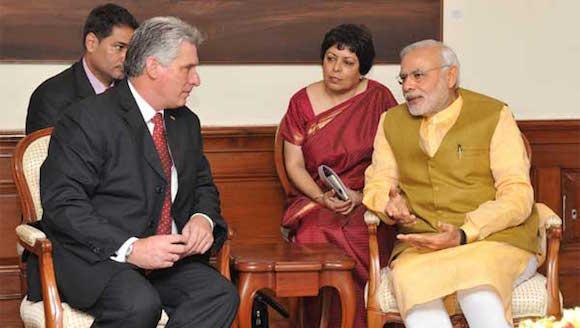 El premier de la India, Narendra Modi, junto al Primer Vicepresidente de Cuba, Miguel Díaz Canel.