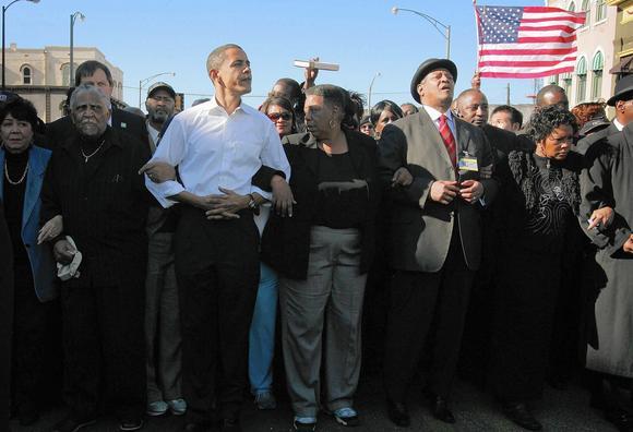 El mandatario junto a su esposa y dos hijas, planea efectuar este sábado un discurso en las proximidades del célebre puente Edmund Pettus. Foto: Archivo.