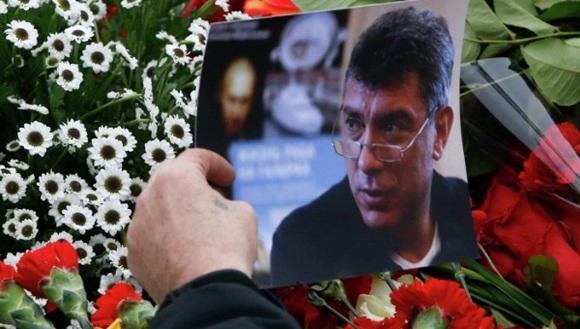 Dos sospechosos del asesinato del político opositor ruso, Borís Nemtsov, perpetrado la noche del 27 de febrero, han sido detenidos este sábado.