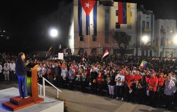 Intervención de Ali Rodríguez Arake, embajador de la República Bolivariana de Venezuela, durante el Concierto de Solidaridad con la Revolución Bolivariana, en la escalinata de la Universidad de la Habana, el 15de marzo de 2015. AIN FOTO/Marcelino VAZQUEZ HERNANDEZ/