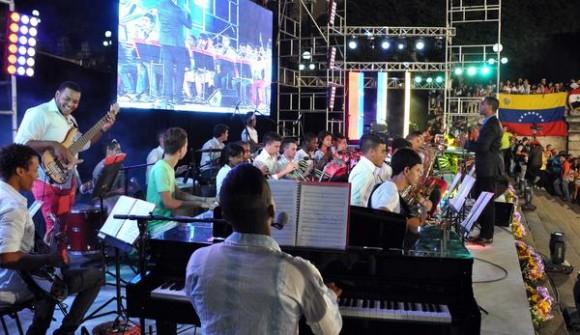 Orquesta Jazz Band de la Escuela Nacional de Arte, durante el concierto de Solidaridad con la Revolución Bolivariana, en la escalinata de la Universidad de la Habana, el 15 de marzo de 2015. AIN FOTO/Marcelino VAZQUEZ HERNANDEZ/sdl