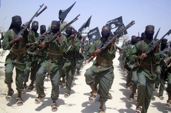 Combatientes de Al-Shabab durante ejercicios militares en Somalia.