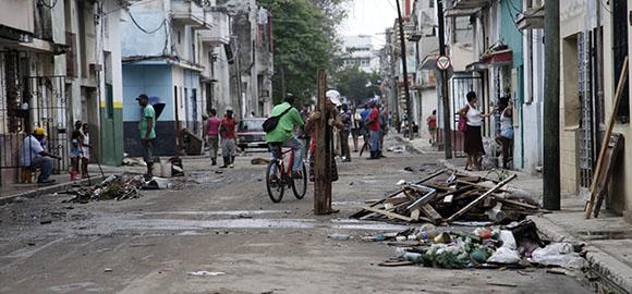 Más de 1 200 evacuados tras fuertes lluvias en La Habana