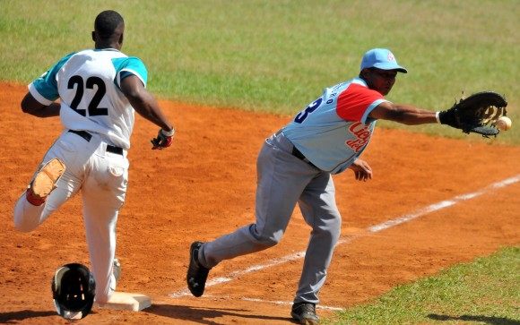 Venció la Isla a Ciego en 11 innings 7-6. Foto: Ricardo López Hevia / Granma / Cubadebate