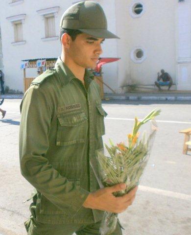 Flores para la enamorada, en Pinar del Río. Foto: ROSA MARÍA ARCE ROQUE / Cubadebate
