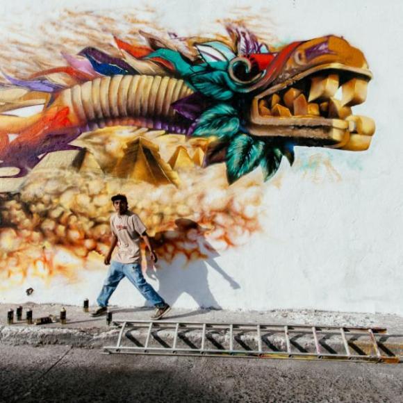 El mexicano Héctor Muñoz Huerta con 'Quetzalcoatl'.
