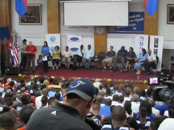 Acto de inauguración de la clínica. Foto: Aynel Martínez Hernández/Cubadebate