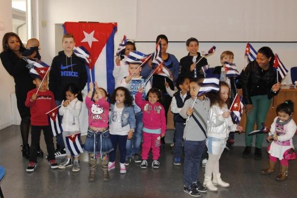 Jóvenes y niños celebrando el 4 de abril en Roma, Italia. Foto: Raúl Morales / Cubadebate