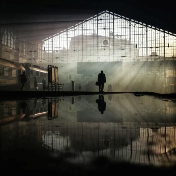 'Puesta de sol en la estación de tren de Nyugati', la foto del húngaro Janos M Schmidt.