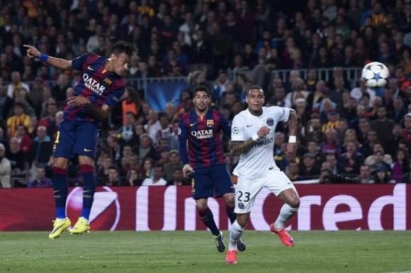 Neymar cabecea a gol. Foto AFP