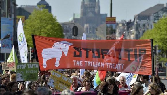 Protesta contra el TTIP en Bruselas, Bélgica. Foto: Reuters.