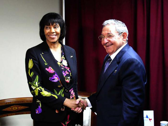 Raúl se reunió con la Primera Ministra de Jamaica, Portia Simpson. Foto: Estudio Revolución